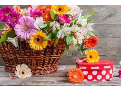 Корзины из смешанных цветов