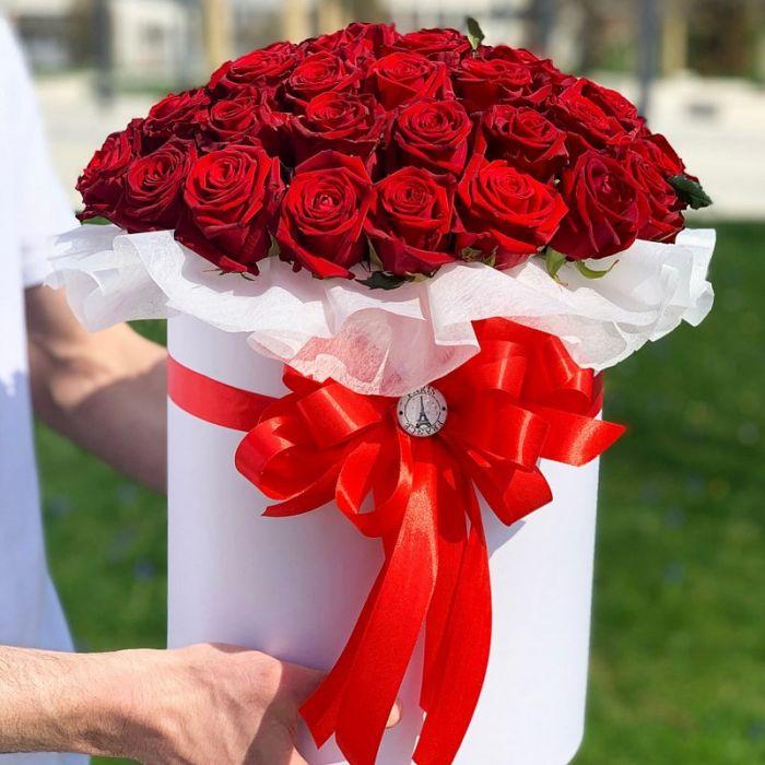 Красная роза в шляпной коробке 51 шт