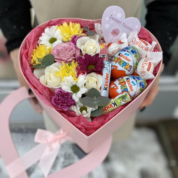 """Коробка цветов и сладостей """"Валентинка"""""""