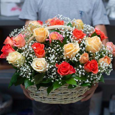 """Корзина с цветами """" Первая улыбка"""""""