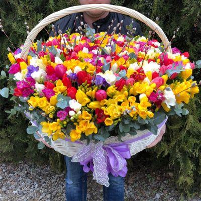 """Корзина с цветами """"Свежесть весны"""""""