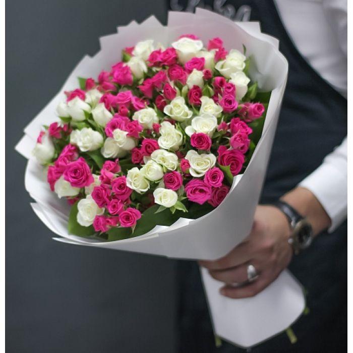 """Букет из 25 кустовых роз  """"Нежнее облака"""""""
