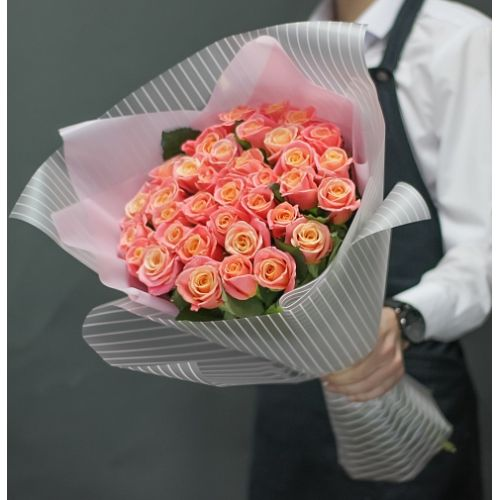 Букет из 25 роз «Миссис Пигги»