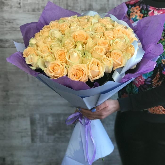 """Букет из 51 розы """"Пич Аваланж"""""""