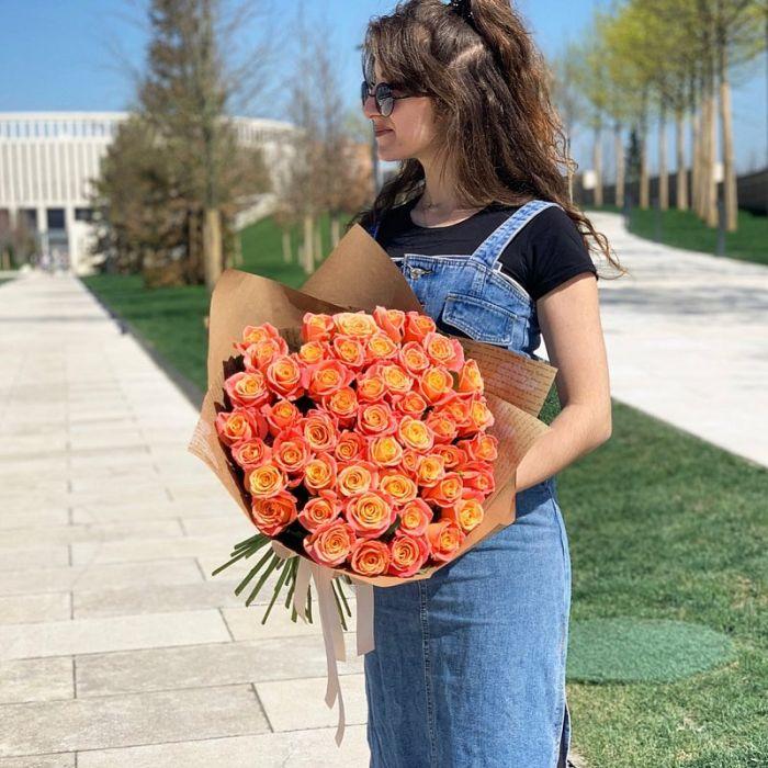 """Букет из 51 розы """"Мисс Пигги"""""""
