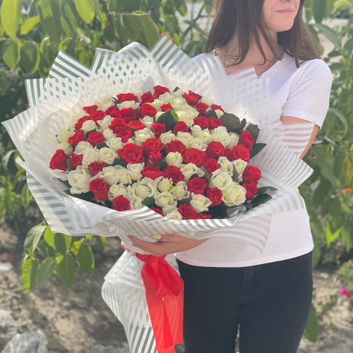 """Букет из 101 красно-белой розы """" Маянма"""""""