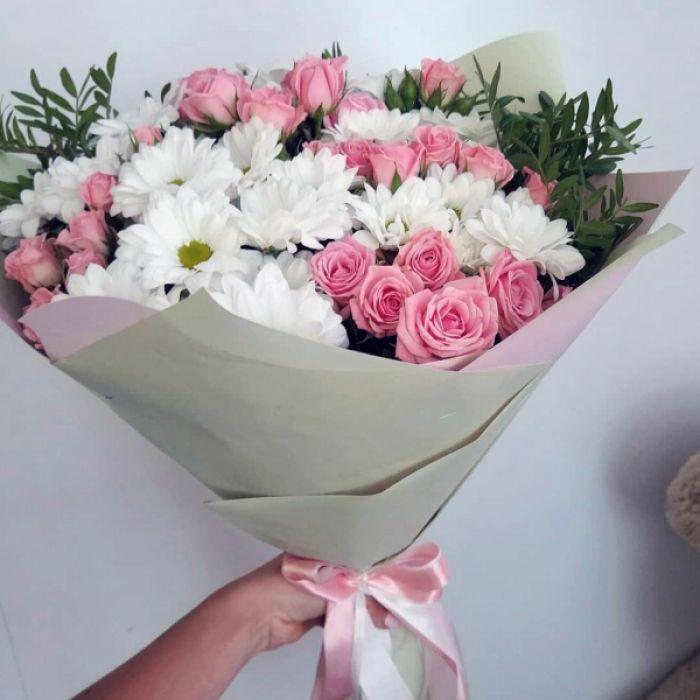 """Букет из хризантем и роз """"Цветочная долина"""""""