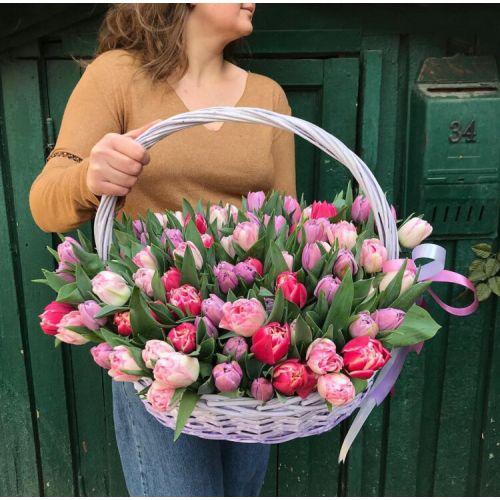 """Корзина с тюльпанами """" Подарок весны"""""""