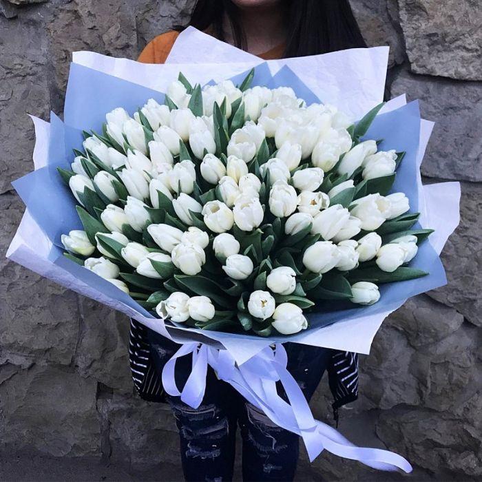 Букет из 101 белых тюльпанов