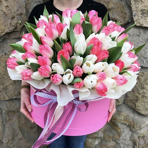 """Шляпная коробка из тюльпанов """"Красота бывает разной"""""""