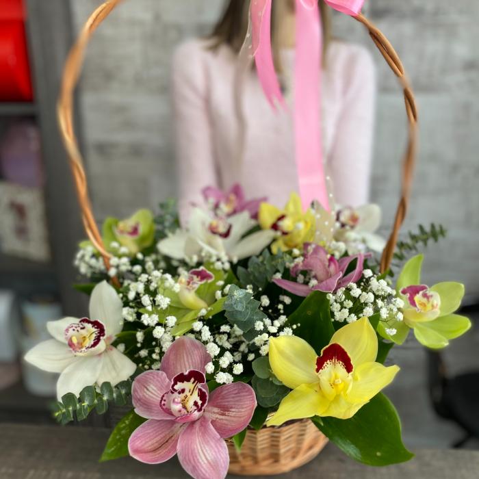 Корзина из орхидей в оформлении